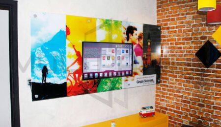 Painel de Vidro com Televisão